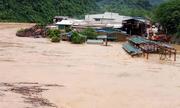 Nước lũ ngập mái nhà ở Thanh Hóa