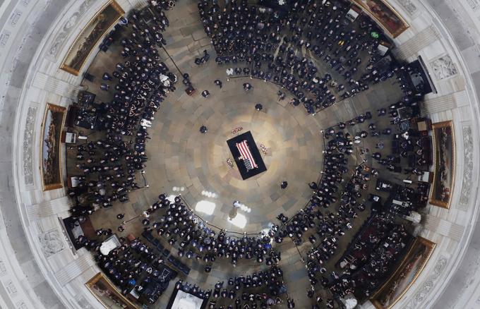 Những khoảnh khắc xúc động tại lễ viếng John McCain ở Washington