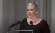 Con gái McCain ngầm chỉ trích Trump trong lễ tang của cha