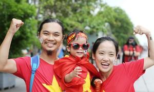 Người hâm mộ nhuộm sắc đỏ cổ vũ tuyển Olympic Việt Nam
