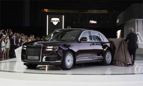 Aurus Senat sedan ra mắt tại triển lãm ôtô Moskva, sự kiện diễn ra từ 28/8 đến 8/9. Ảnh: Motor1.