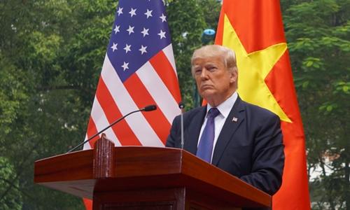 Tổng thống Mỹ Donal Trump phát biểu tại Phủ Chủ tịch trong chuyến thăm Việt Nam năm ngoái. Ảnh: Giang Huy.