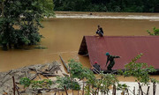 Hàng trăm nhà ở Nghệ An bị ngập do lũ, đường đi biên giới thông trở lại