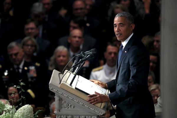 Cựu tổng thống Mỹ Barack Obama đọc điếu văn tại lễ tang McCain. Ảnh: AFP.