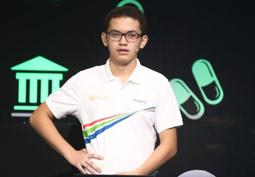Nguyễn Hoàng Cường tỏ ra bị rối khi không giành được điểm nào ở Vượt chướng ngại vật. Ảnh: Đình Tùng
