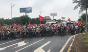 Người dân đi đón hụt hẫng khi không gặp được Olympic Việt Nam