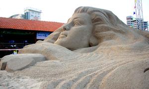 Tượng cô gái cao 3 m bằng cát trên bãi biển Vũng Tàu