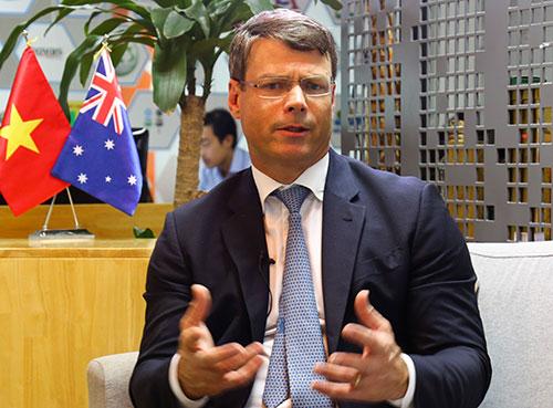 ÔngPatrick Suckling,Đại sứ môi trường Australia. Ảnh: Lê Minh.