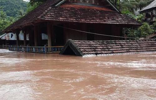 Hàng trăm nhà dân tại huyện Kỳ Sơn bị ngập trong đợt lũ 17/8. Ảnh: Hải Bình.