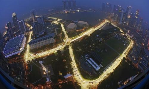 Đường đua đêm ở Singapore. Ảnh: Reuters.