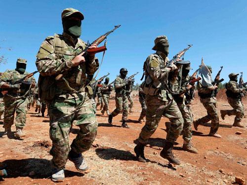 Các tay súng thuộc phiến quân HTS. Ảnh: Reuters.