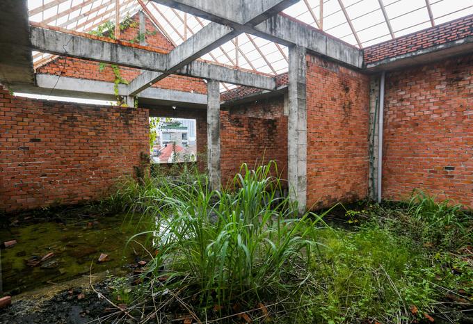 Cuộc sống tạm bợ trong khu biệt thự bỏ hoang ở Sài Gòn