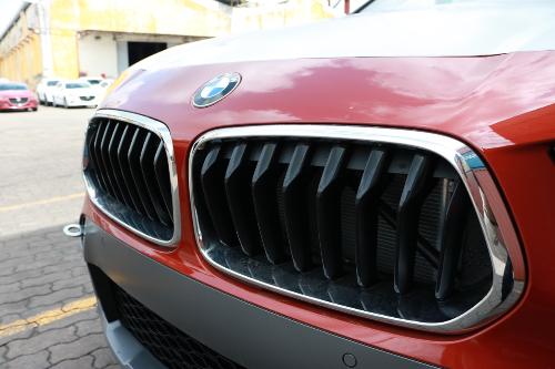 Lưới tản nhiệt hình quả thận lật ngược lần đầu tiên xuất hiện trên BMW X2