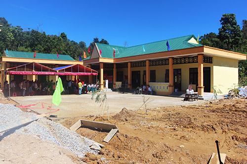 Sau ba tháng khởi công, hơn 50 học sinh trường Khe Chữ học trong mái trường kiên cố. Ảnh: Đắc Thành.