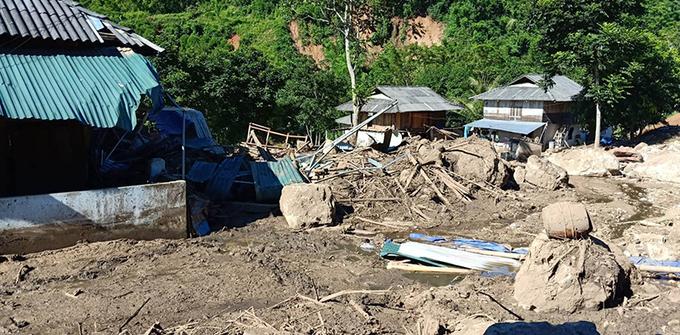 Bản người Thái ở biên giới Mường Lát tan hoang sau lũ
