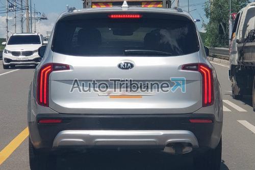 Thiết kế phần đuôi xe của Telluride được cho làbản thương mại xuất hiện trên đường phố. Ảnh: AutoTribune.