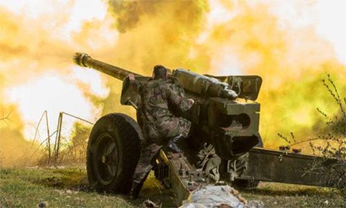 Quân đội Syria pháo kích vào các mục tiêu ở Idlib ngày 12/8. Ảnh: South Front.
