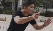 Bỏ chạy - cách tự vệ an toàn khi bị kẻ xấu dùng dao tấn công