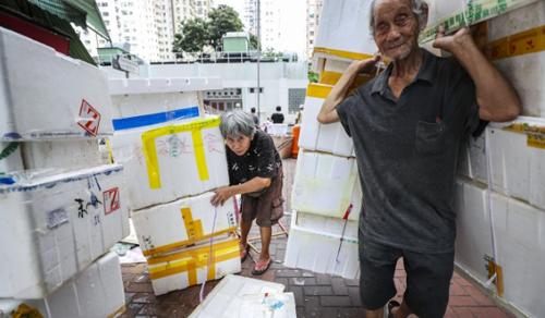Bà Lan và chồng thường bắt đầu công việc lúc 6h sáng. Ảnh: SCMP.