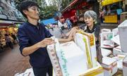 Một ngày của nhà lập pháp Hong Kong với 'bà dì nhặt rác'