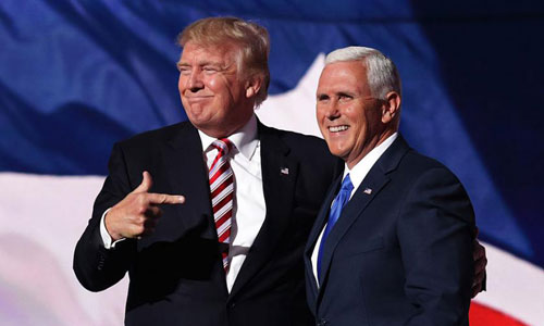 Tổng thống Mỹ Donald Trump (trái) và Phó tổng thống Mike Pence. Ảnh: Reuters.