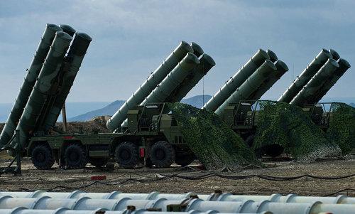 Xe bệ phóng của tổ hợp S-400 Nga. Ảnh:Sputnik.