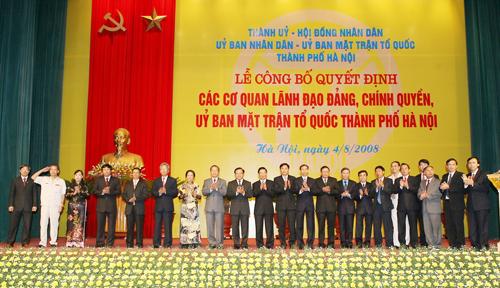 Công bố bộ máy lãnh đạo Hà Nội mới. Ảnh: TTX.