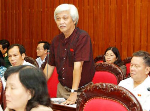 Ông Dương Trung Quốc tranh luận về mở rộng thủ đô năm 2008. Ảnh: TTXVN.