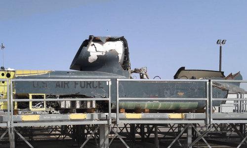 Một phần xác máy bay Global Hawk được vớt lên hồi giữa năm 2017. Ảnh: USNI.