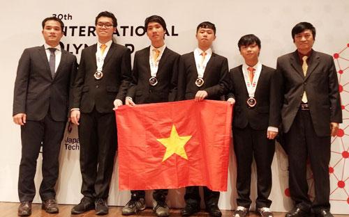 Đoàn học sinh Việt nam dự thi Olympic Tin học quốc tế 2018 tại Nhật Bản. Ảnh: Bộ Giáo dục.