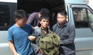 Bắt một người Lào vận chuyển 10 bánh heroin