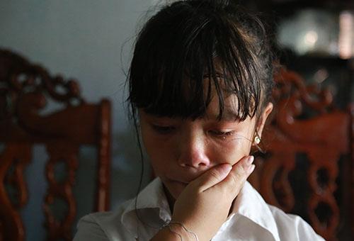 Nguyễn Thị Nhung bật khóc khi kể về bản thân. Ảnh: Nguyễn Hải.