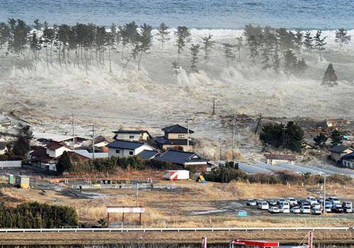 Động đất gây nên sóng thần cao 10m ở Nhật Bản tháng 3/2011. Ảnh: AP.