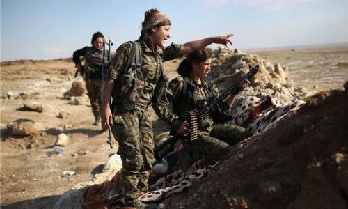 Dân quân người Kurd trong hàng ngũ SDF hồi đầu năm 2018. Ảnh: BBC.