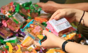 Thu giữ 2.000 bánh trung thu không rõ nguồn gốc ở Hà Nội