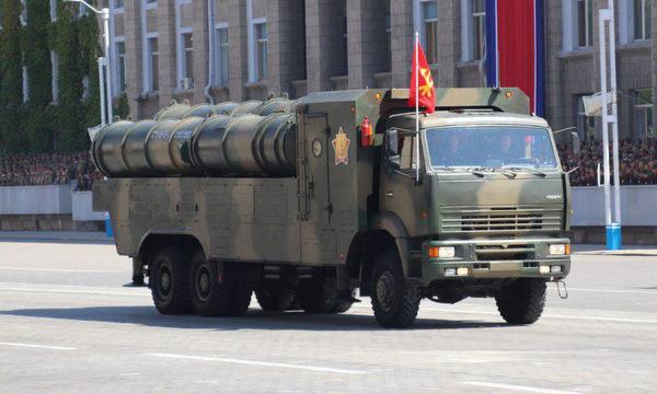 Xe chở và phóng đạn của tổ hợp phòng không tầm xa KN-06. Ảnh: NK Pro.