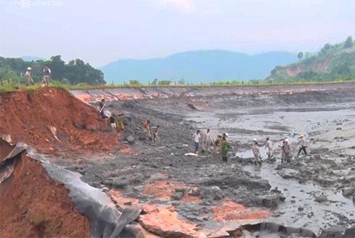 Hiện trường hồ chứa chất thải phân bón độc hại của DAP số 2 - Vinachem bị vỡ ngày 7/9. Ảnh: Thanh Tuấn