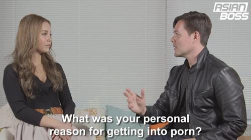 Emiri Okazaki trả lời phỏng vấn về lý do gia nhập ngành công nghiệp phim khiêu dâm. Ảnh: Asian Boss.