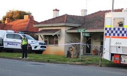 Cảnh sát phong tỏa ngôi nhà nơi xảy ra vụ án mạng. Ảnh: ABC News.
