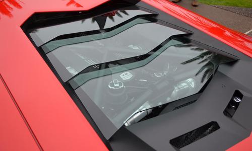 Động cơ đặt sau phổ biến trên các dòng xe thể thao hiệu suất cao.