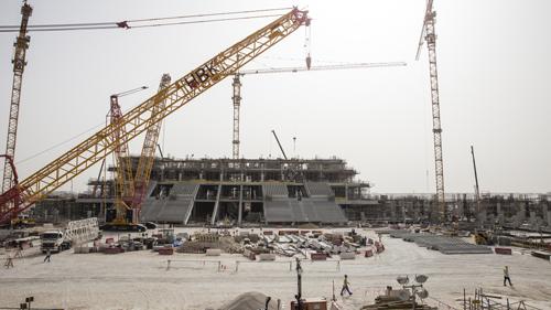 Công trường xây dựng sân vận động Lusail - nơi diễn ra trận khai mạc và chung kết World Cup 2022. Ảnh: Al Jazeera.