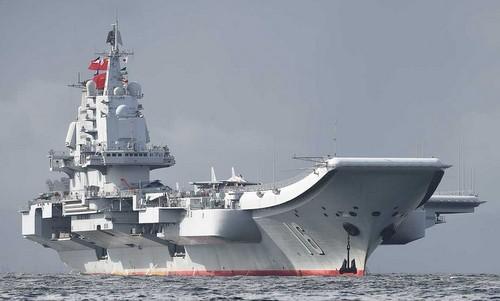 Tàu Liêu Ninh thả neo gần cảng Đại Liên hồi năm ngoái. Ảnh: Sina.
