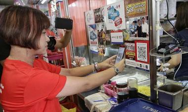Nỗ lực thúc đẩy 'hàng rong' thanh toán điện tử ở Singapore