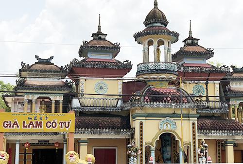 Già Lam Cổ Tự được xây dựng theo lối kiến trúc Ấn Độ gần 80 năm trước. Ảnh: Cửu Long