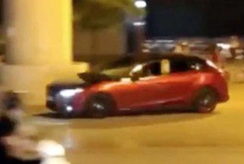 Tài xế Tuấn lái xe gây náo loạn trên đường Cầu Diễn. Ảnh cắt từ clip