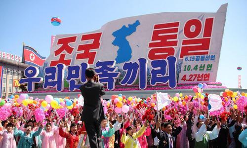 Xe diễu hành với bản đồ bán đảo Triều Tiên thống nhất. Ảnh: NK News.