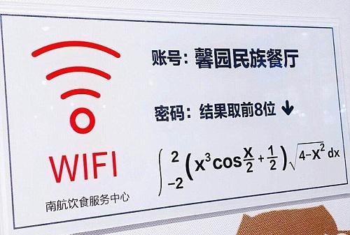 Tấm biển cung cấp mật khẩu truy cập Wi-Fi. Ảnh: Weibo