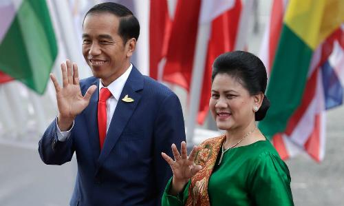 Tổng thống Indonesia Joko Widodo và phu nhân Iriana tại Hội nghị G20 ở Đức năm 2017. Ảnh: Reuters.