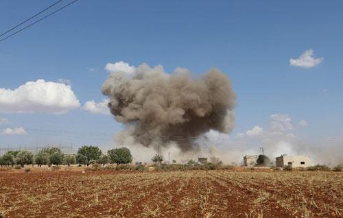 Không quân Syria không kích một mục tiêu ở Idlib hôm 8/9. Ảnh: AFP.