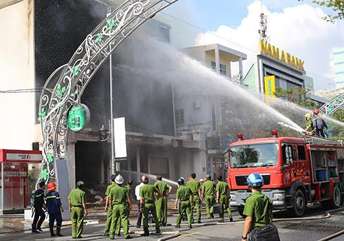 Cháy lớn ở quán bar tại trung tâm Đà Nẵng
